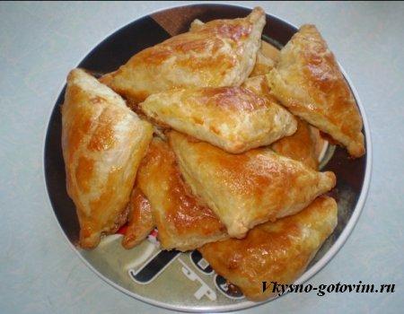 Слоеные пирожки с сыром иы